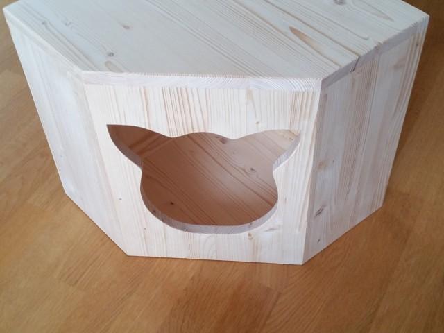 Holzhöhle angepasst an einer Ecke, ideal für kleine Räume sowie Wohnung mit geringem Platz