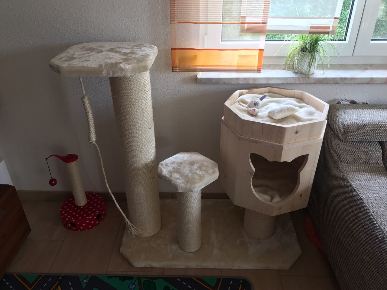 kratzbaum klein gro h hle f r katzen kuschelbett f r. Black Bedroom Furniture Sets. Home Design Ideas