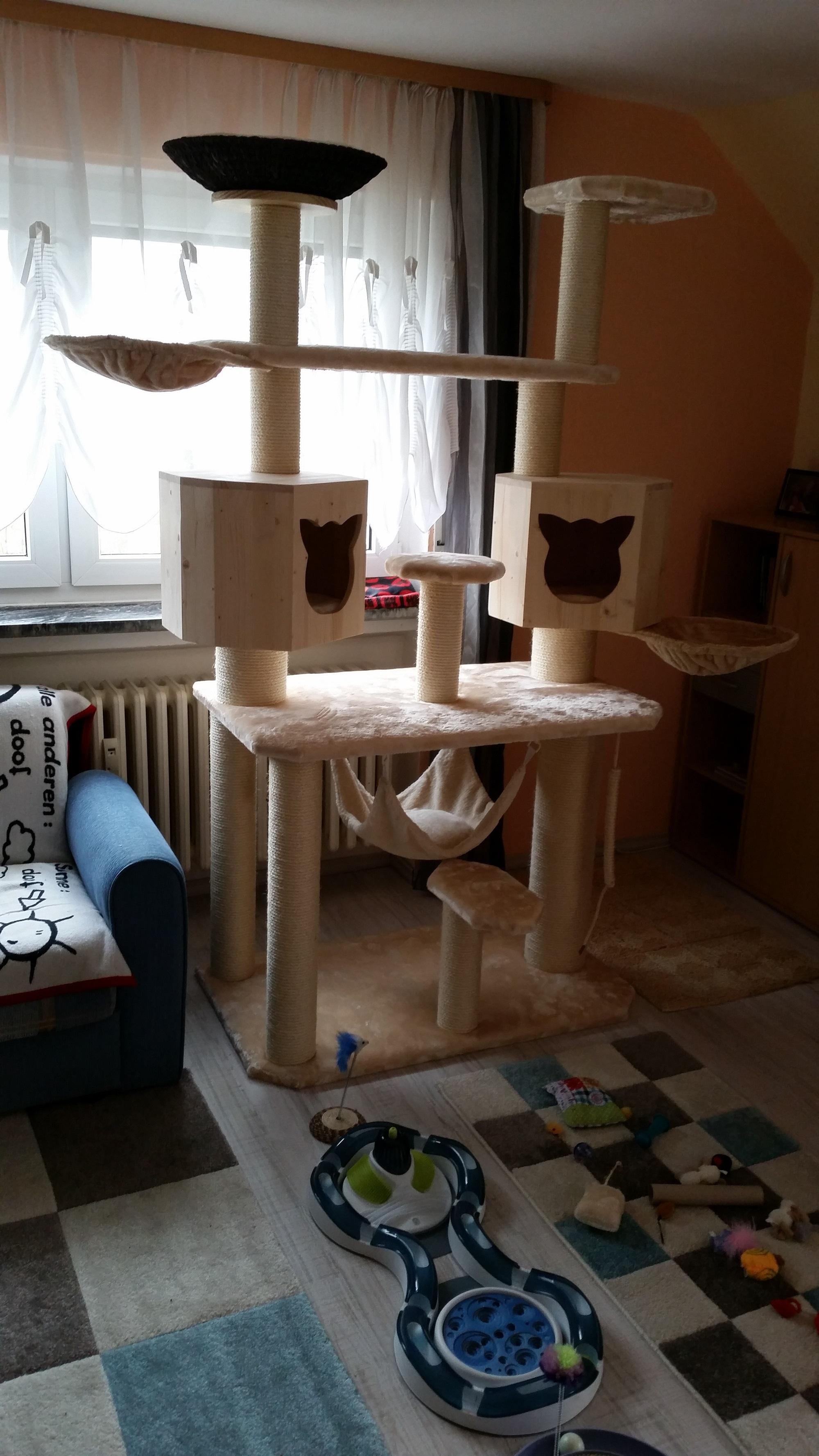 kratzbaum gigant mega kratzbaum aus dem hause kratzbaumwelt. Black Bedroom Furniture Sets. Home Design Ideas