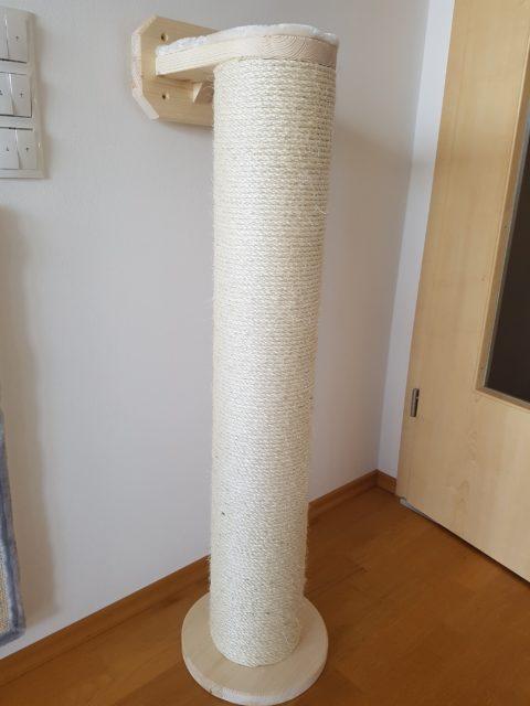 Sisalstamm dick 18 cm. für große und schwere Katzen, Platzsparend für die Befestigung an der Wand, kleine Bodenplatte, hochwertige Verarbeitung