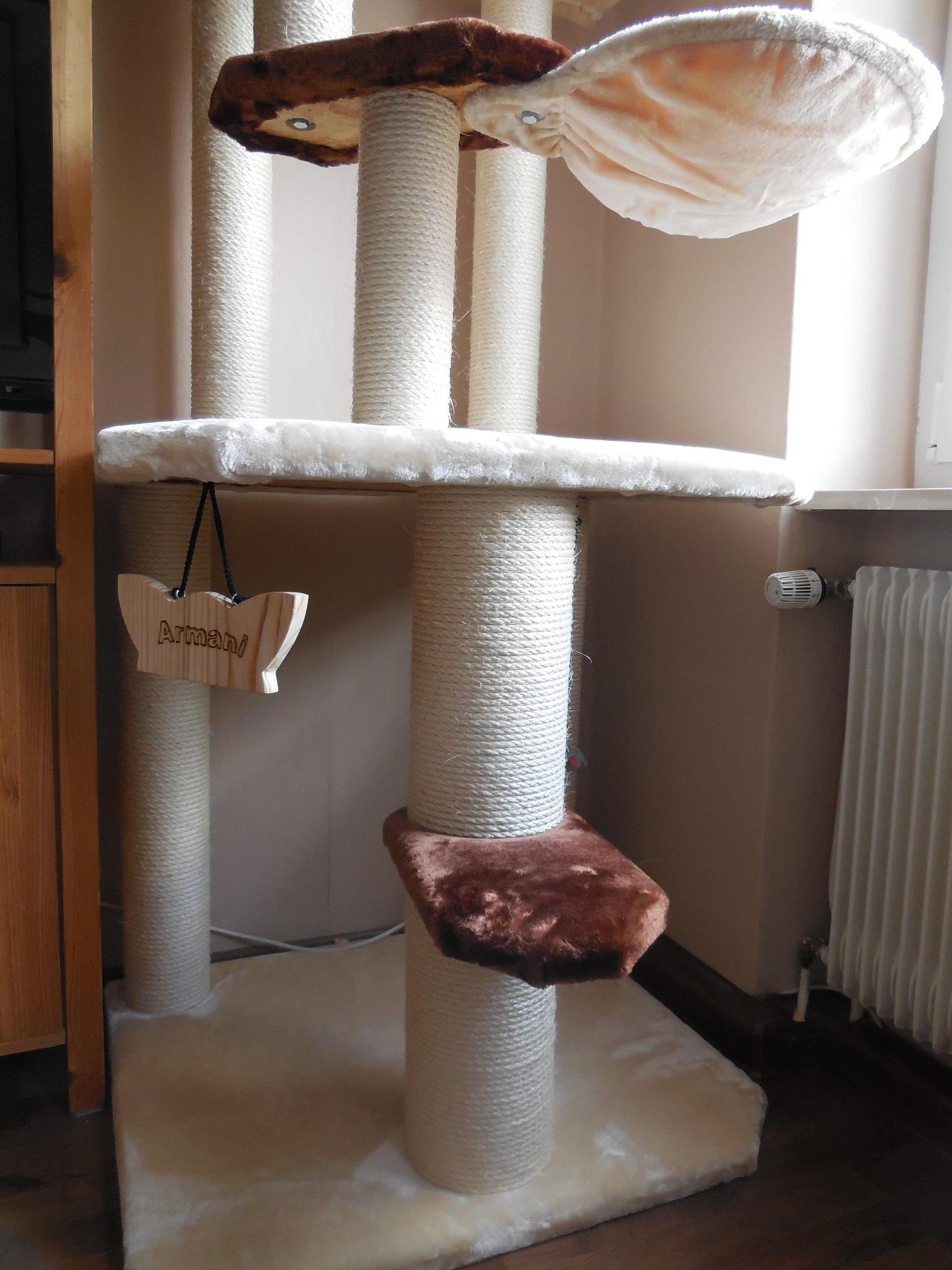 kratzbaum gross armani4. Black Bedroom Furniture Sets. Home Design Ideas