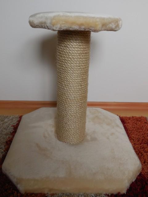 Kratzbaum gefertigt für kleine Katze