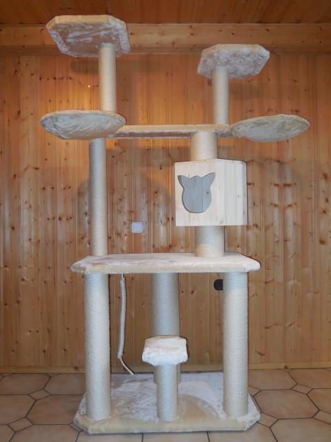 Kratzbaum sehr groß ohne Deckenspanner, Holzhöhle für große Katzen, stabiler Kratzbaum mit Sisalstämmen
