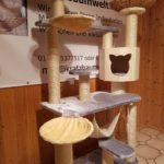 Stabiler Kratzbaum mit Liegemulden für Katzen